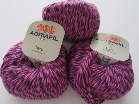 Main byte 83 violeta