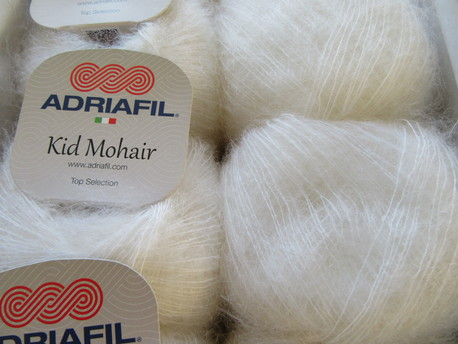 Main kid mohair 002 balta