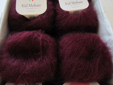 Main kid mohair 026 kirsis